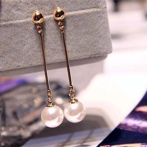 Jewelry - Long pearl earrings
